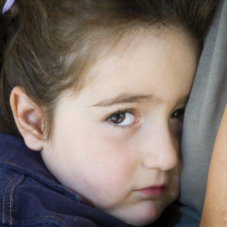 Criança tímida: como a escola pode ajudar no seu desenvolvimento?